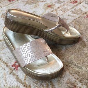 Donald J Pliner FiFi platform sandal size 5M